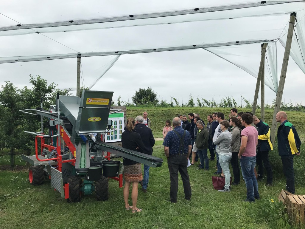 foto_pluk-o-trak_with_innovations_at_dutch_research_center_2018_fruit4.0_web-min