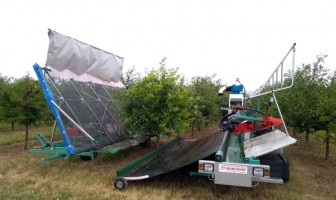 Munckhof launches labor-saving tree Shaker for commercially farmed fruit